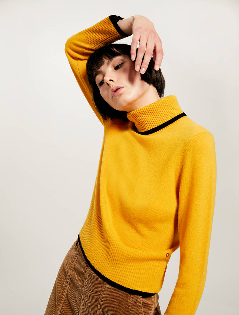 Jumper with turtleneck - pale yellow pattern - pennyblack