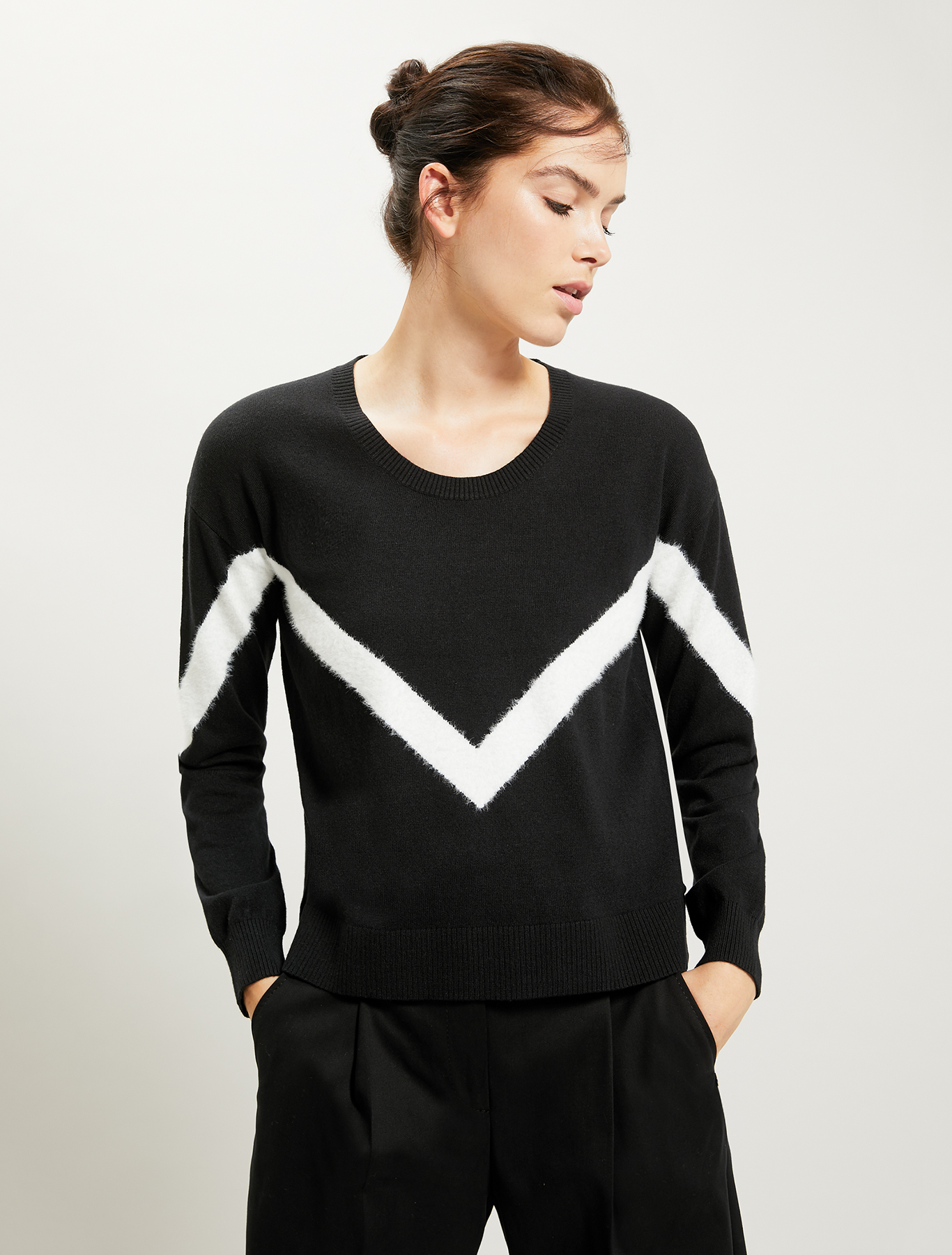 Sweater with geometric inlay - black - pennyblack