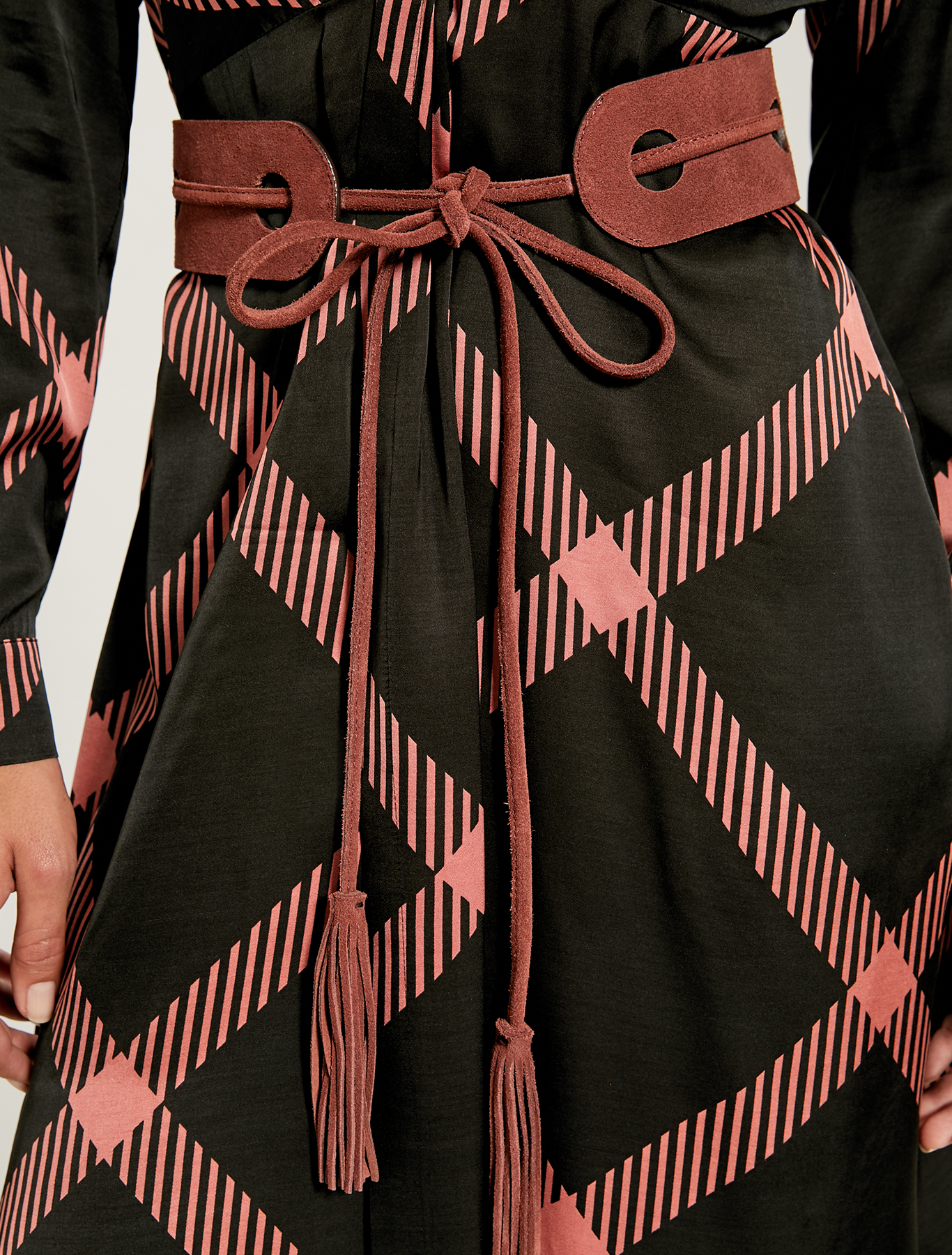 Belt with inlays and tassels - red - pennyblack