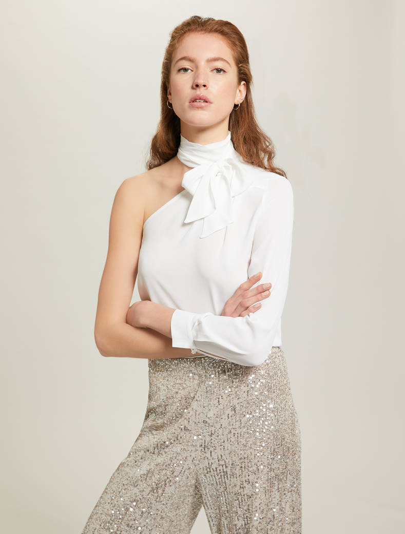 Single-shoulder blouse with bow - ivory - pennyblack