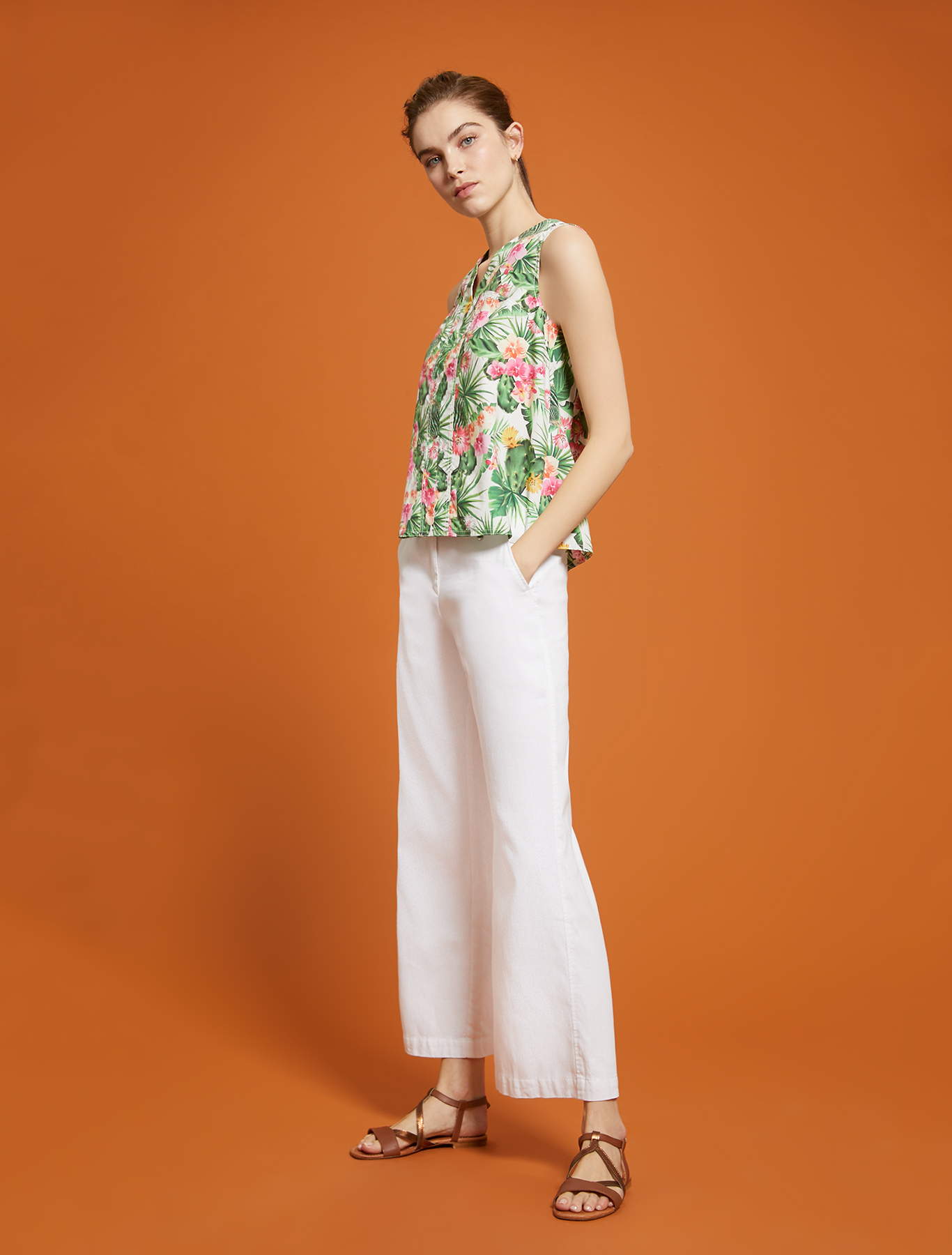 Tropical-pattern top - white pattern - pennyblack