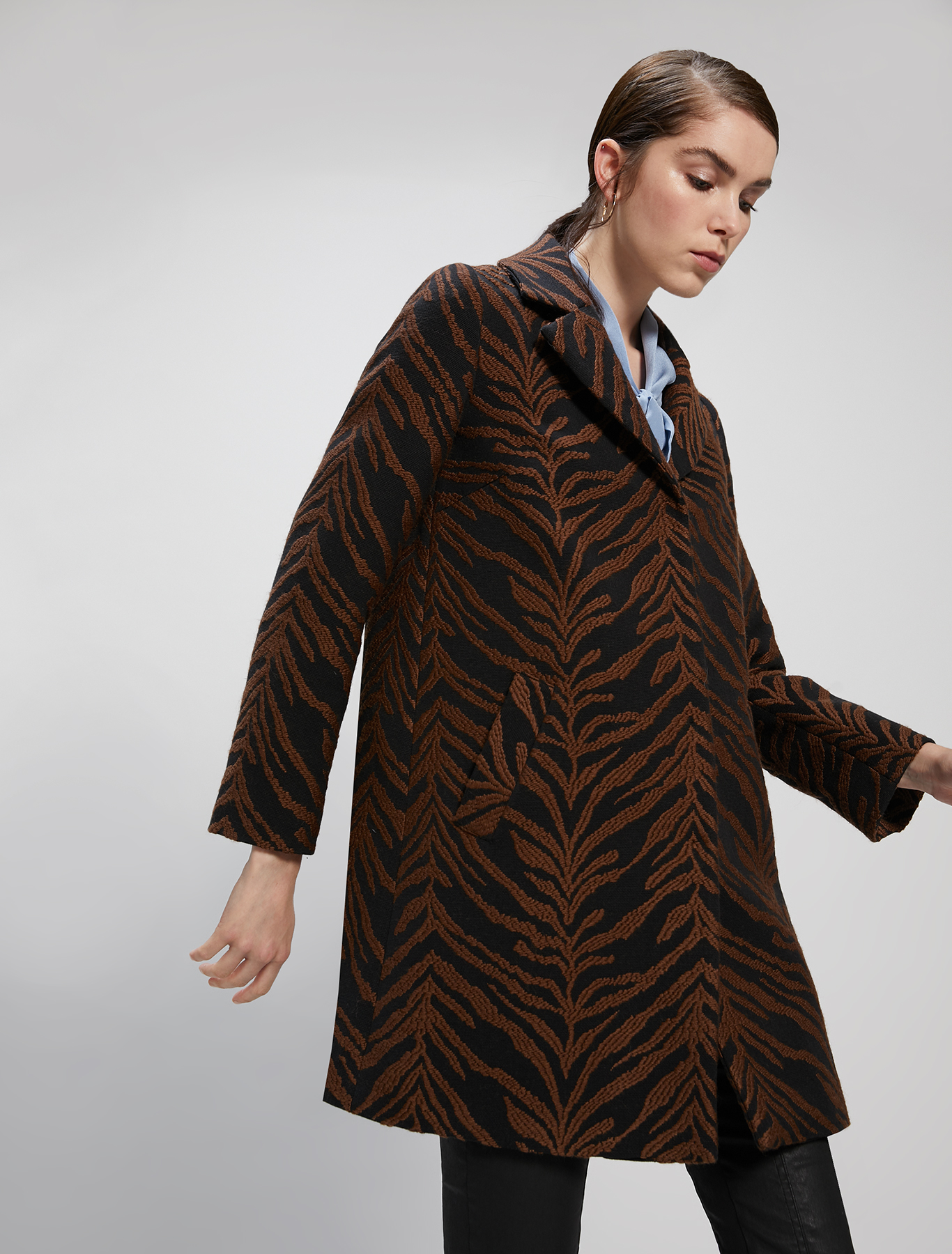 Tiger-striped jacquard coat - cocoa pattern - pennyblack