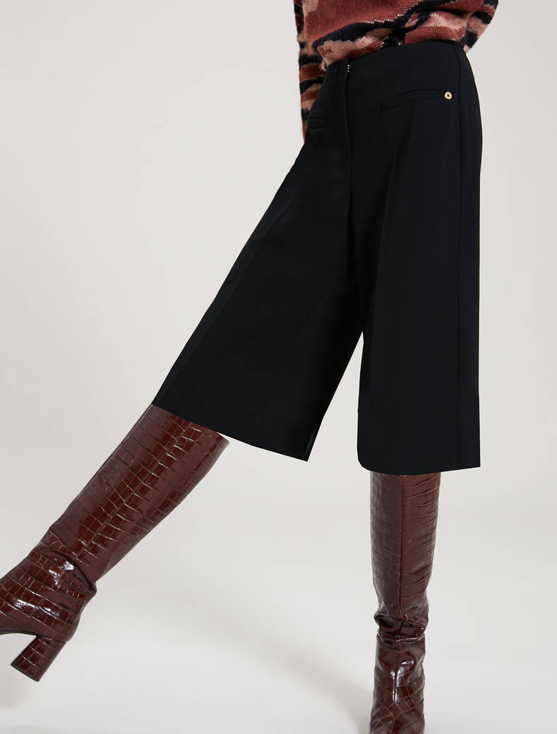 Flowing fabric Bermuda shorts - black - pennyblack