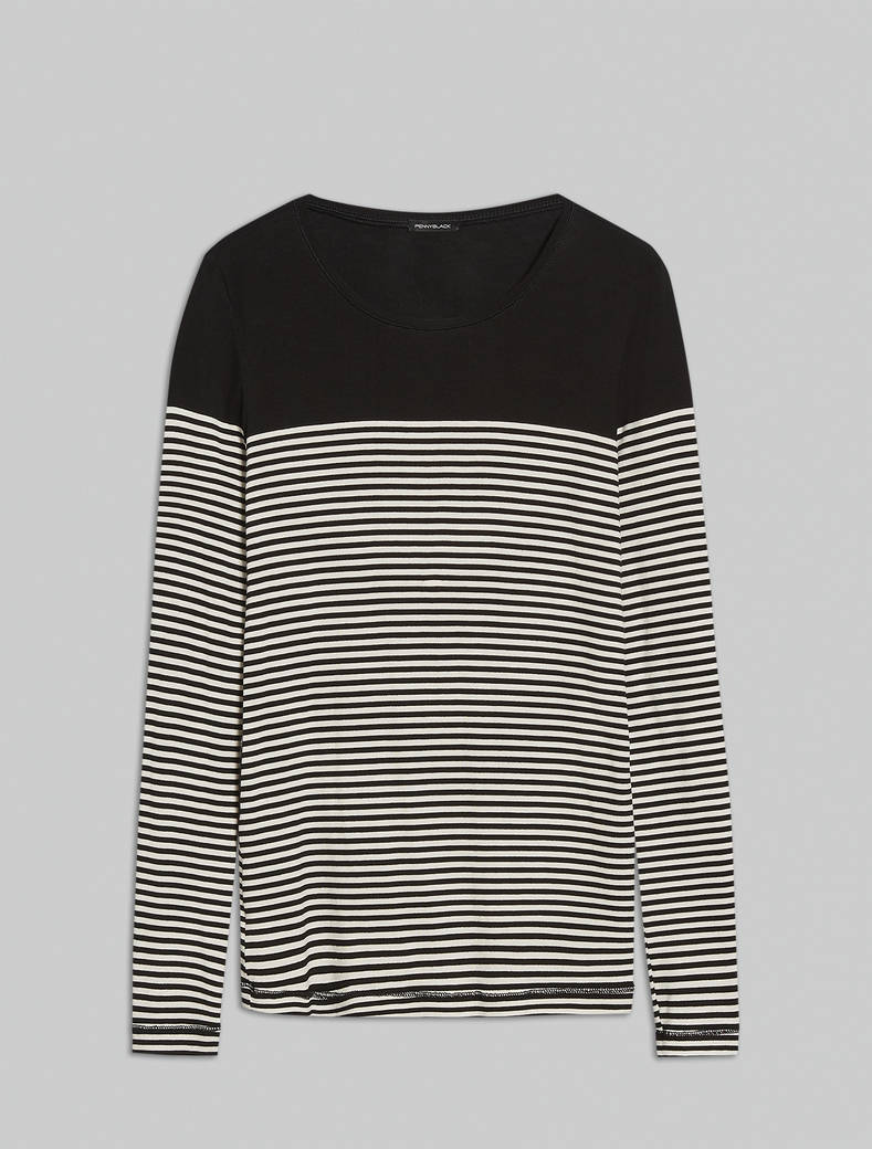T-shirt with contrasting yoke - black pattern - pennyblack