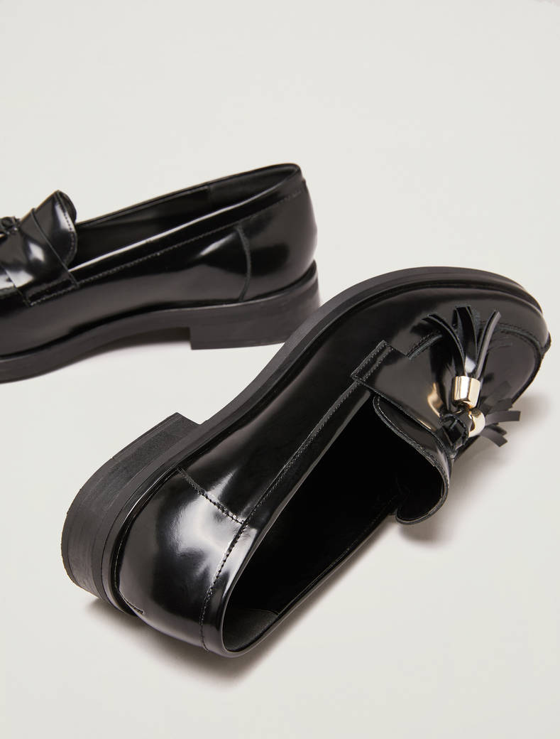 Tasselled leather loafers - black - pennyblack