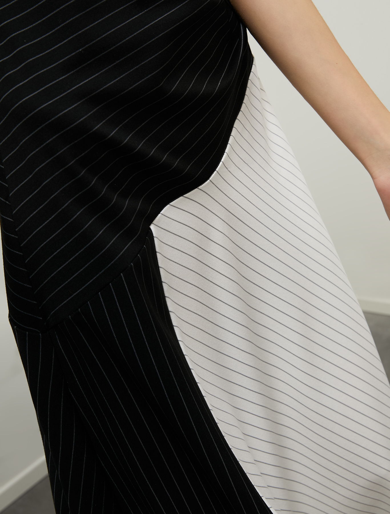 Midi dress in pinstriped jersey - black pattern - pennyblack