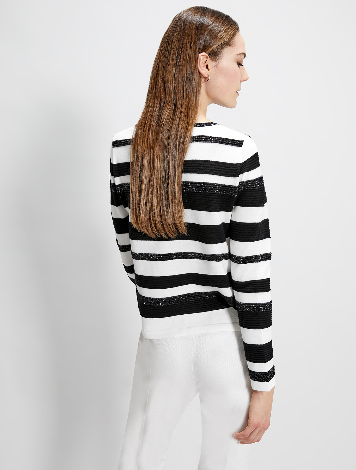 Cotton jumper with 3D stripes - white pattern - pennyblack