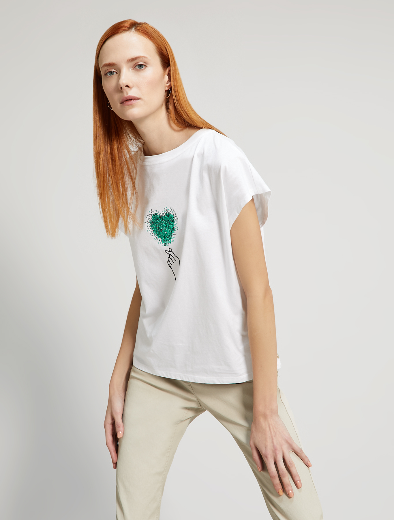 T-shirt with an embroidered sequin heart - white - pennyblack