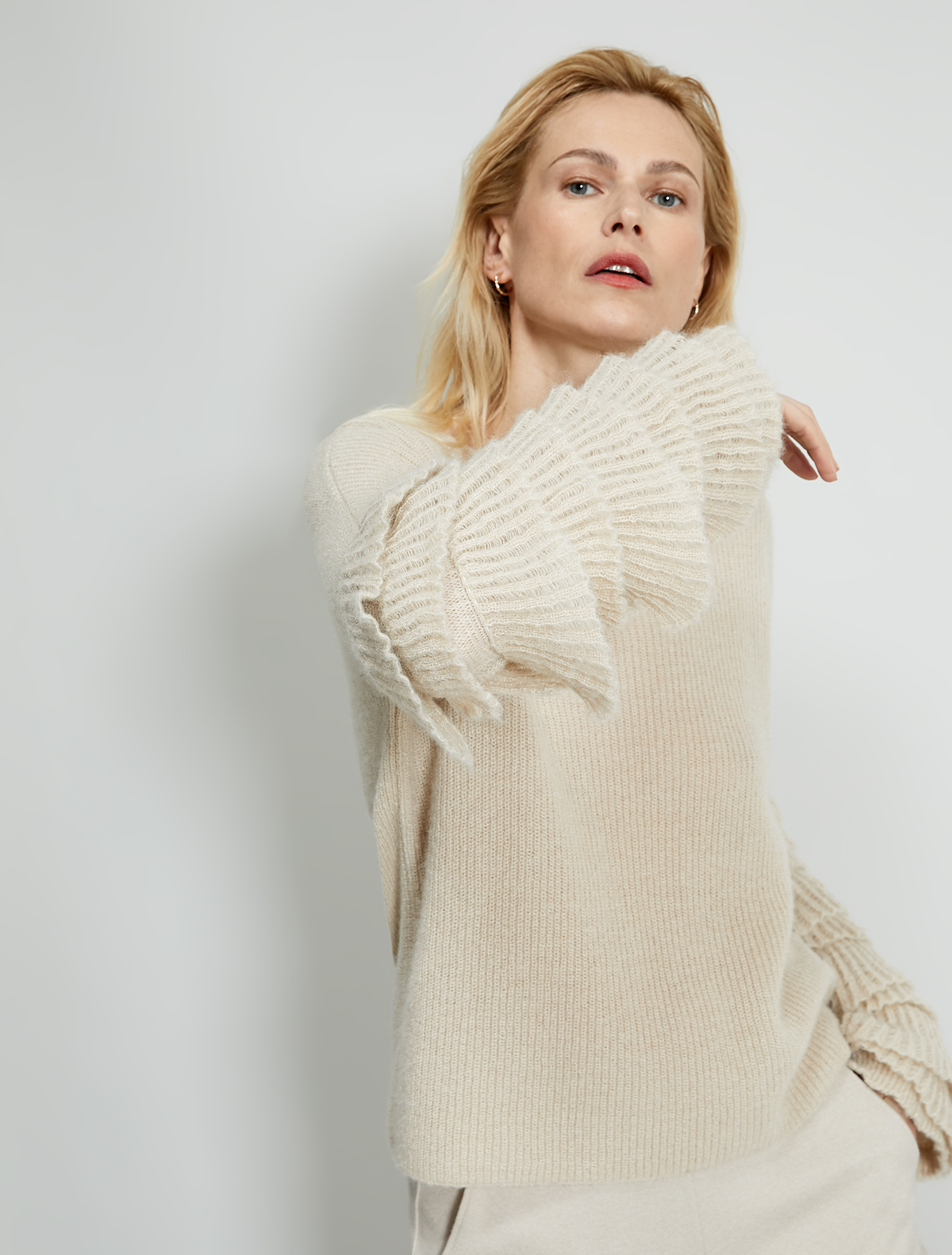 English ribbed pullover with ruffles - ivory - pennyblack