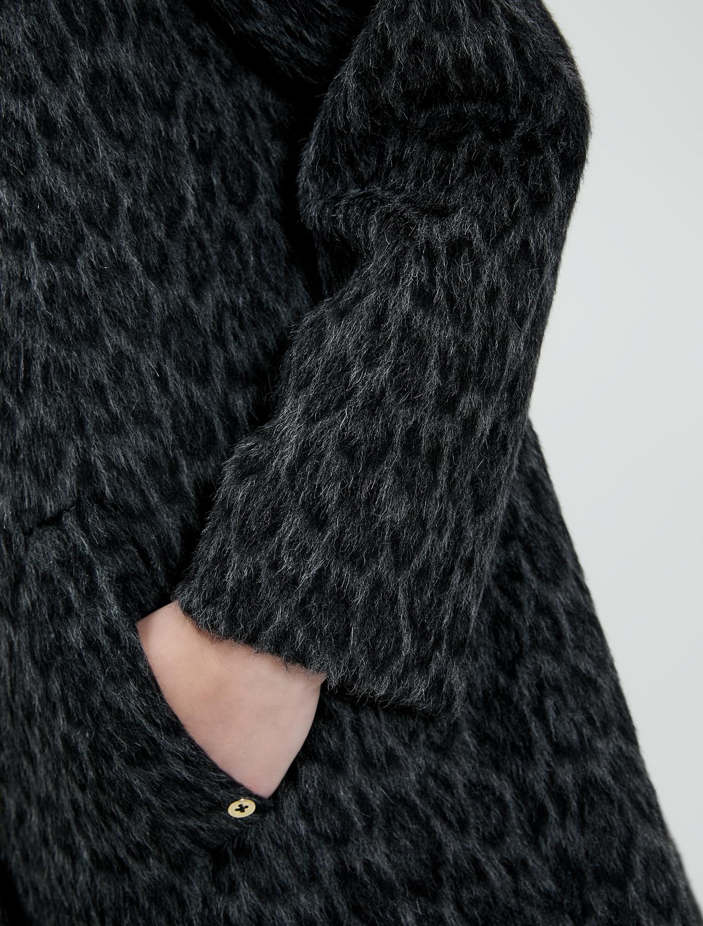 Spotted beaver coat - dark grey pattern - pennyblack