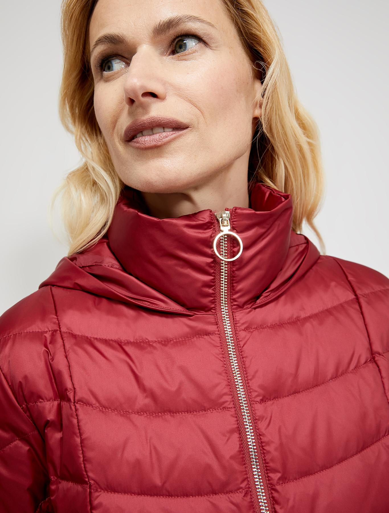 Slim-fit belted down jacket - burgundy - pennyblack