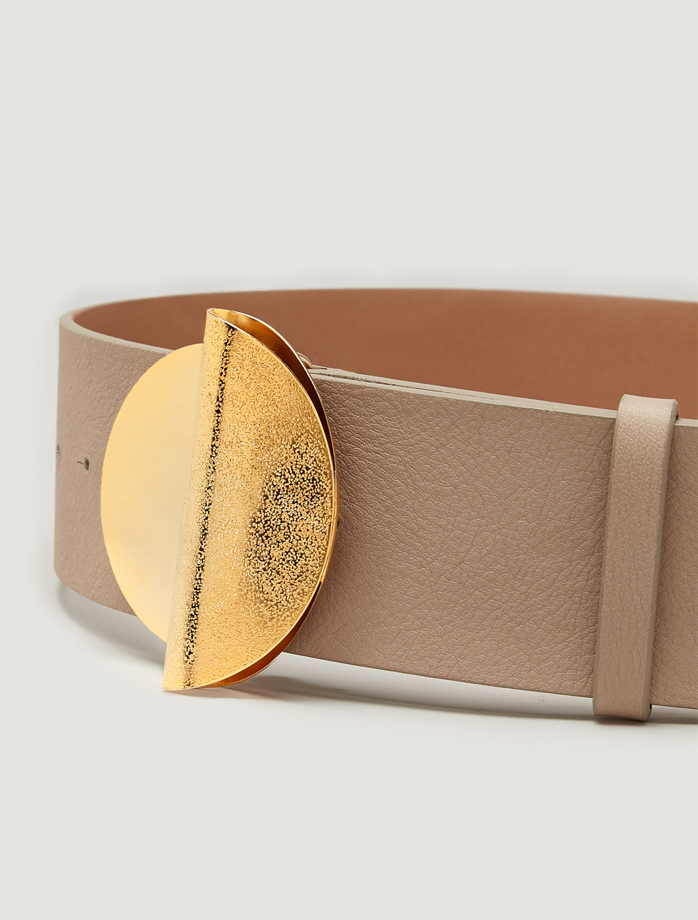 Belt with sculpture buckle - ivory - pennyblack