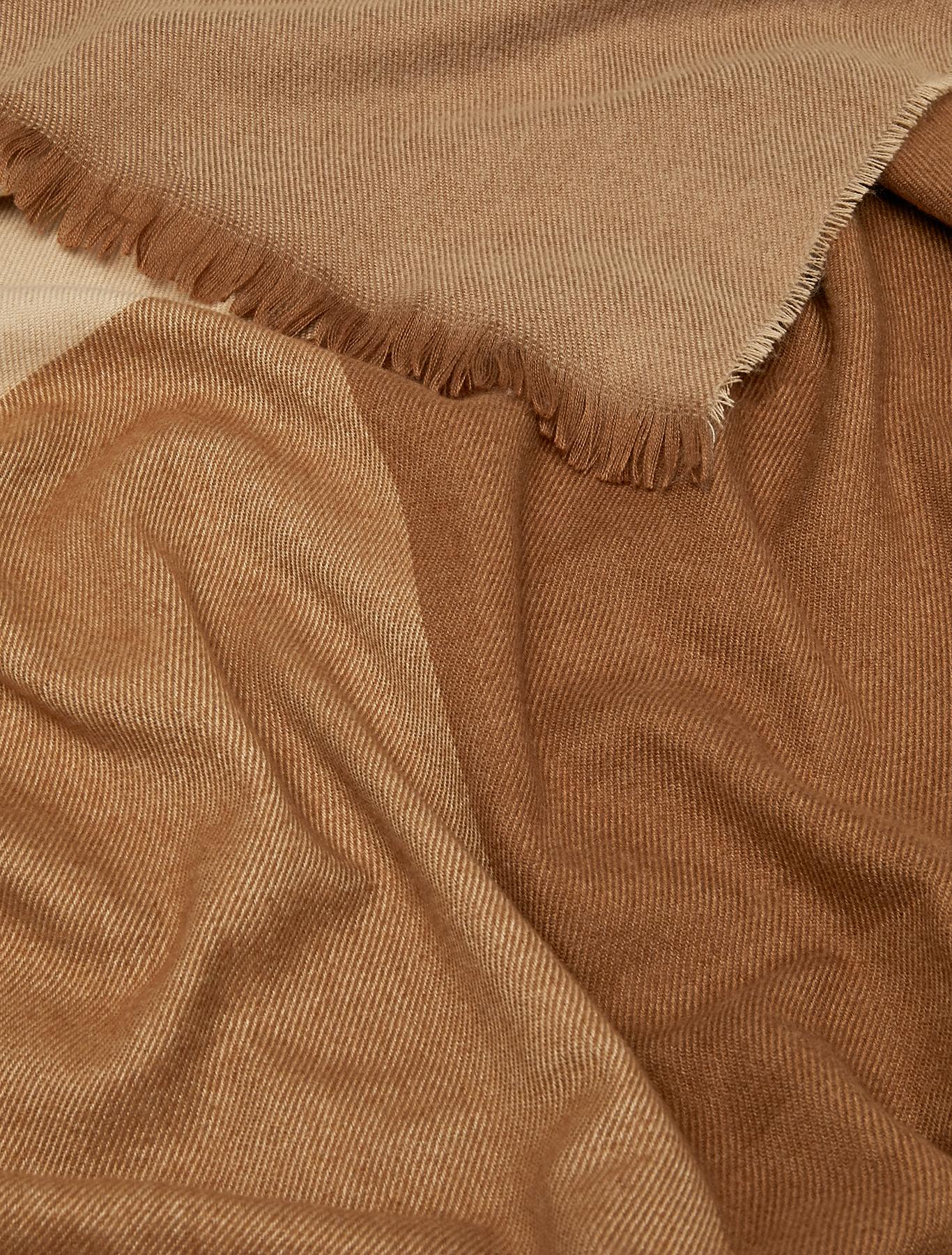Colour block stole - beige - pennyblack