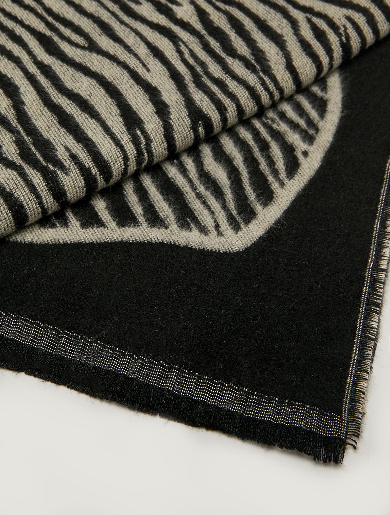 Jacquard pattern stole - black - pennyblack